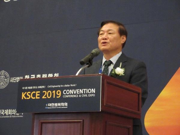 강원도 정만호 부지사, 대한민국 경제발전 역사의 토목인